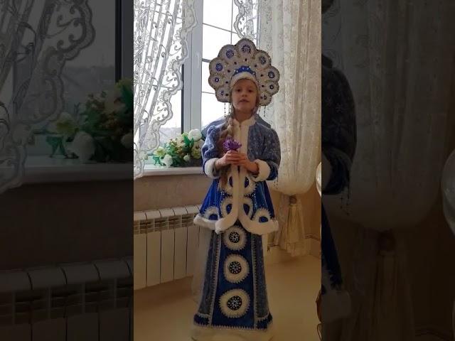 Изображение предпросмотра прочтения – МарияГолубец читает произведение «Подснежники» Т.М.Белозёрова
