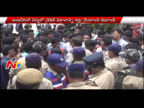 Students Protest at JNTUH over Credit System in Engineering || NTV