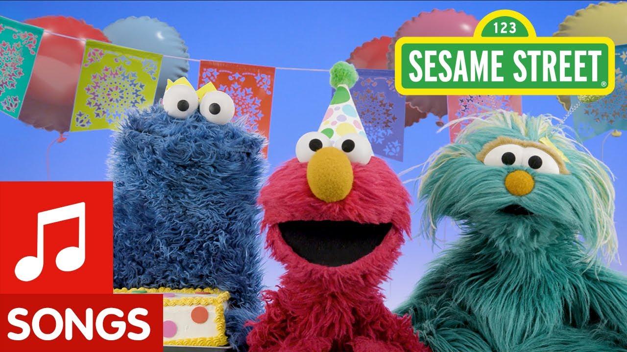 Sesame Street: Happy Birthday Song in Spanish & English | Feliz Cumpleaños