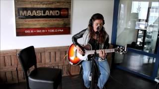 Janet Renders  (Sing and song writer) (Live bij Maasland Radio)