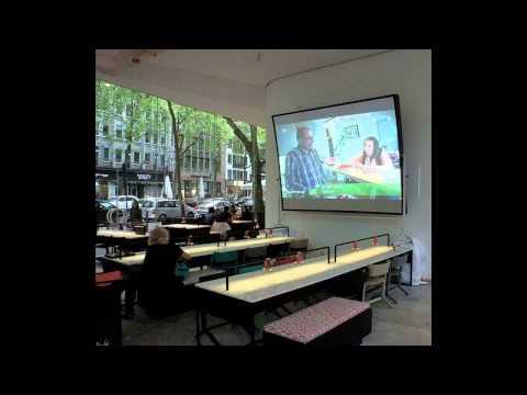 mecons.de-hohlspiegel-3,00x2,20m-leinwand-bildwand-outdoor-projektion-tageslichtbeamer-video-wall