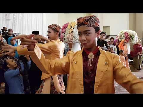 Upacara adat Sunda Mapag Panganten Sunda