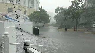 На Севастополь обрушились ураганный ветер и ливень.