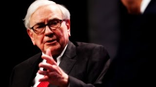 Warren Buffett Shows CEOs How to Do Social Media