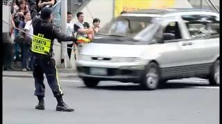 ДПС регулировщик танцующий как Майкл Джексон.mp4