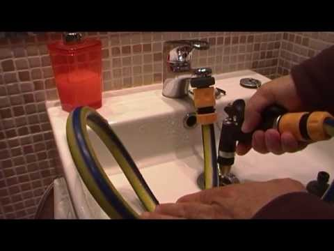 Adaptador casero de manguera de riego para un grifo de for Llave de ducha pared