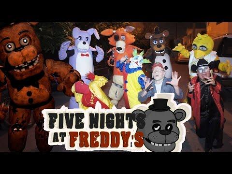 five night at freddys atacan a los manitos /Manito y Maskarin - Halloween payaso malo