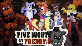 - five night at freddys atacan a los manitos Manito y Maskarin Halloween payaso malo