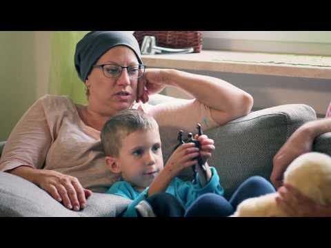 Living with Epidermolysis Bullosa - Coping with Pain during Bandage Changes (English subtitles)