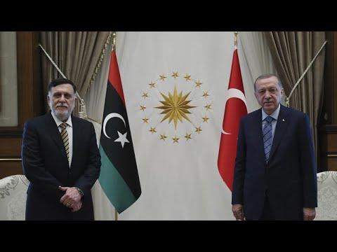 شاهد: السراج يلتقي إردوغان في أنقرة بعد -استعادة العاصمة- طرابلس…  - نشر قبل 2 ساعة