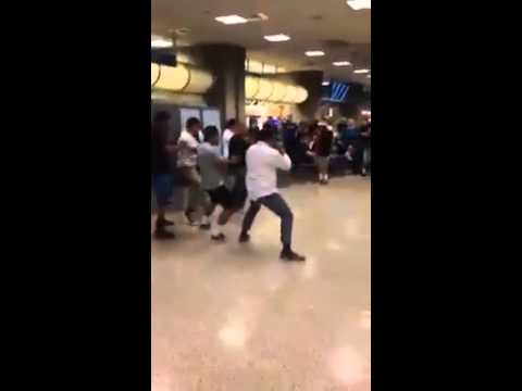 Dad welcomed his RM daughter with a Haka at the Airport
