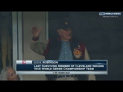 WS2016 Gm6: Eddie Robinson waves to Cleveland crowd