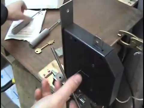 El secreto del cerrajero abrir puertas sin llave 360p youtube - Abrir puerta sin llave clip ...
