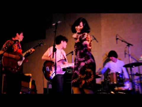 White Shoes & the Couples Company - Senandung Maaf (Live, Amsterdam 2012)