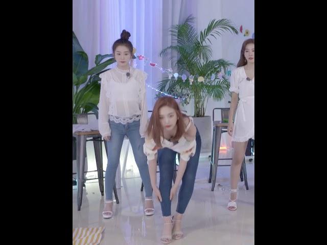 Red Velvet - Joy bending and slapping Irenes butt + Wendys Milky Legs in jean shorts