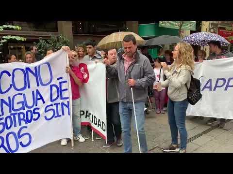 Bajo la lluvia, las personas con discapacidad marcharon para reclamar por sus derechos