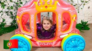 Mania brinca com uma Carruagem de Princesa