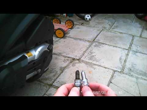 Piaggio MP3 500 Spark plug change