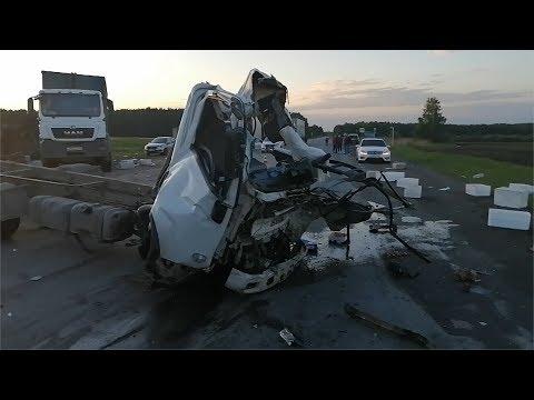 """Пилот фургона убился о грузовой """"МАН"""""""