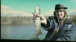 Бабы ловят рыбу ЖОР ЩУКИ Девушки на рыбалке Приколы на рыбалке Самые интересные факты