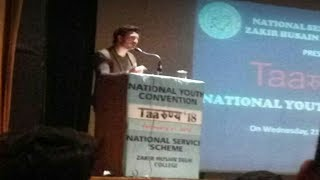 DU ||Zain Khan Durrani|| sing Gulabi Ankhe in Zakir Husain Delhi College