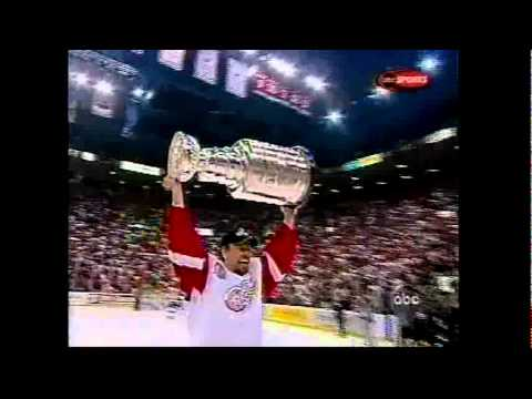 Hurricanes @ Red Wings Game 5 2002 (Conn Smythe + Stanley Cup Presentation)