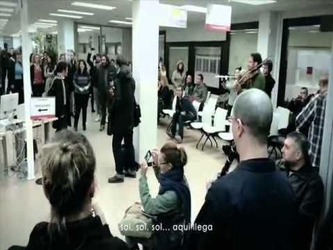 Flashmob emocionante en oficina de desempleo de madrid youtube - Oficina de desempleo ...
