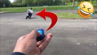 Prank j'éteins son scooter à distance pendant qu'il roule !