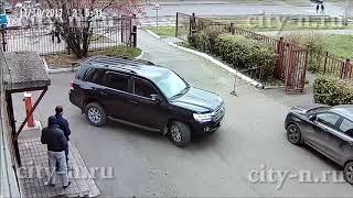 Водитель Лэнд Крузера кинулся в драку