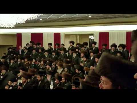Kossoner Rebbe Dances With Daughter @ Mitzvah Tantz