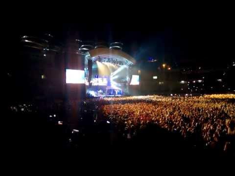 Rihanna Diamonds World Tour Istanbul Concert   Diamonds Live Performance
