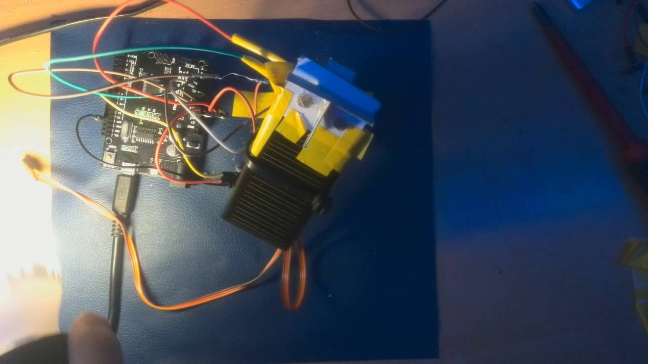 Arduino - SOLAR TRACKER Using Photoresistors and a Servo