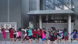 Энергичный танец.