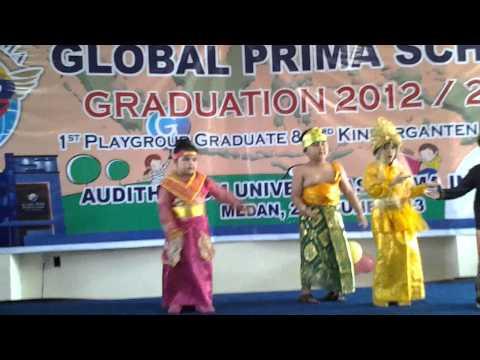 tradisional dance kindergarten of global prima school