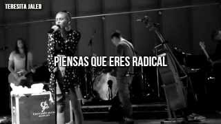 Miley Cyrus - Free Radicals (The Flaming Lips cover) [Español]