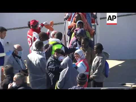 More than 600 rescued migrants arrive in Sicily