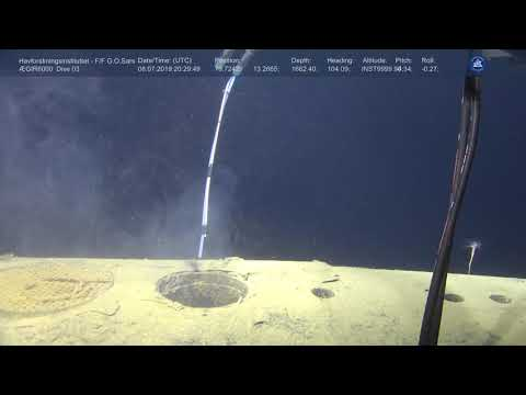 """Taking water samples from Soviet nuclear sub """"Komsomolets"""""""
