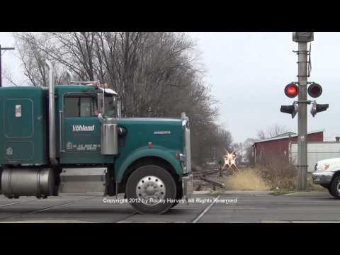 Santa Train vs. idiots ignoring crossing signal - Canton, IL 12/8/12