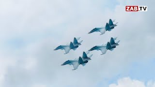 «Соколы России» летели так низко, что ощущался запах керосина