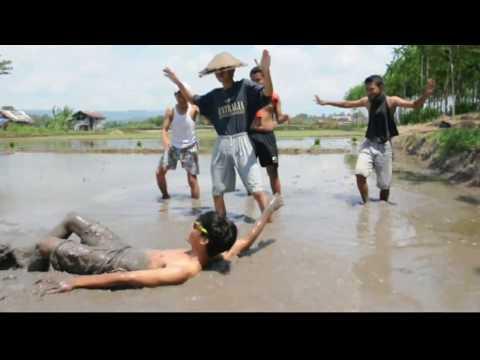 NDX A.K.A Banyu surgo (parodi musik)