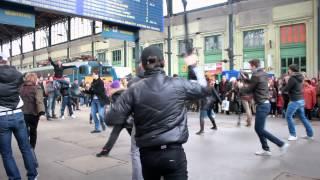 Veled, Uram flashmob
