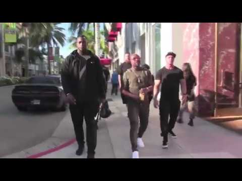 "The Champ Floyd ""Money' Mayweather walking through Beverly Hills christmas holiday shopping"