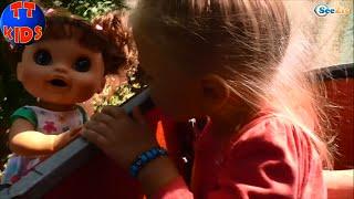 ✔ Кукла и девочка Ярослава катаются на Детской Канатной Дороге. Alive Doll on the cable railway ✔