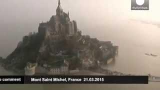 #Мон-сен-Мишель: прилив века(Чуть больше месяца назад - Тысячи человек собрались у знаменитого замка Мон-сен-Мишель на север Франции,..., 2015-04-30T10:51:31.000Z)