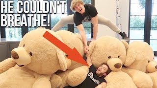 DWARF GETS CRUSHED BY GIANT TEDDY BEARS! (Feat. Dwarf Mamba)