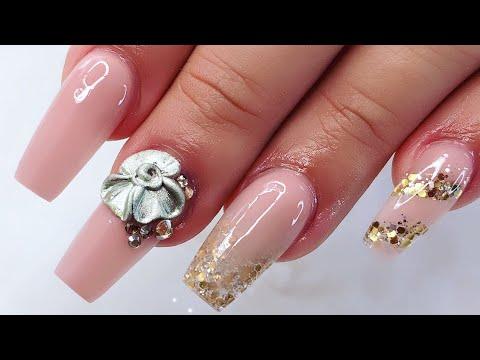 Elegant Nail Art with Metal Flower/Uñas Elegantes y Sencillas con Flor Metálica