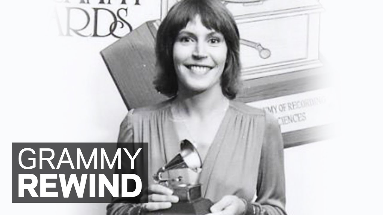 Watch Helen Reddy Win Best Female Pop Vocal Performance In 1973 | GRAMMY  Rewind - YouTube