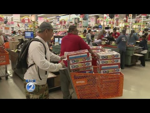 Frenzy at Oahu retailers as New Year's Eve firecracker sales begin
