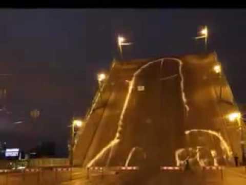 На мосту нарисовали член