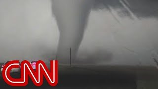 Traffic jams put tornado chasers